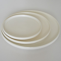 - Flate plate - by white series クラシックデザインの キッチン の suzugama クラシック
