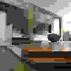 Abitare in verticale Pareti & Pavimenti in stile moderno di Studio Ferlenda Moderno
