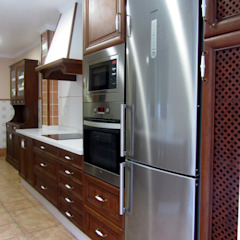 MUDEYBA S.L. KitchenCabinets & shelves Parket Brown