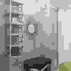 Северный остров Коридор, прихожая и лестница в эклектичном стиле от Be In Art Эклектичный Изделия из древесины Прозрачный