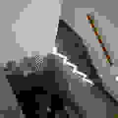 Casa Tepepan Pasillos, vestíbulos y escaleras modernos de José Vigil Arquitectos Moderno