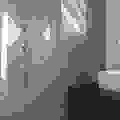 Badezimmer im Dachgeschoss FD Fliesen GmbH Moderne Badezimmer Fliesen