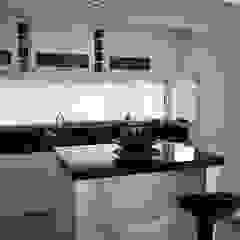 Modern kitchen by epb arquitectura Modern