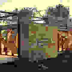 Casas de estilo industrial de homify Industrial Madera Acabado en madera