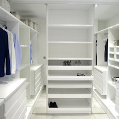 Modern style dressing rooms by AG arquitectura Gorris Modern