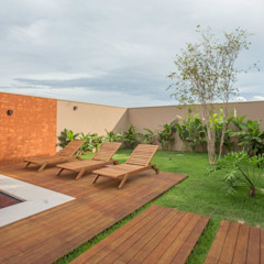 Country style pool by Biloba Arquitetura e Paisagismo Country