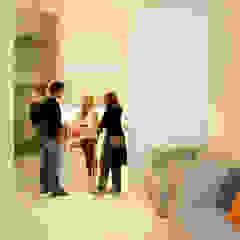 Porto Lounge Hostel Corredores, halls e escadas modernos por aaph, arquitectos lda. Moderno