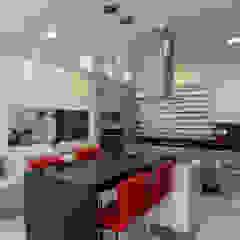 Modern kitchen by Grupo Arsciniest Modern Granite