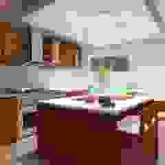 Cocinas modernas: Ideas, imágenes y decoración de CouturierStudio Moderno