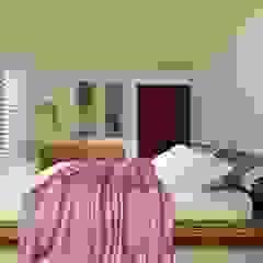 Dormitorios modernos: Ideas, imágenes y decoración de CouturierStudio Moderno