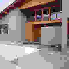 Casas de estilo ecléctico de 株式会社グランデザイン一級建築士事務所 Ecléctico Madera maciza Multicolor