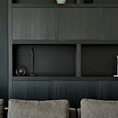 Jolanda Knook interieurvormgeving SoggiornoArmadietti & Credenze Legno massello Nero