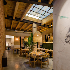 Torres y García Persevera Producciones Comedores de estilo mediterráneo Madera Acabado en madera