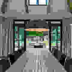 LANDELIJKE RIETGEDEKTE VILLA NAARDEN Landelijke eetkamers van DENOLDERVLEUGELS Architects & Associates Landelijk