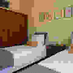 Apartamento Anos 50 (Alojamento Local) Quartos ecléticos por MUDA Home Design Eclético