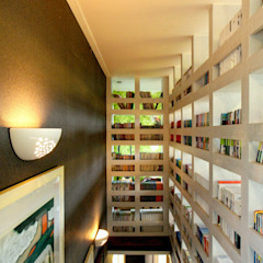 Couloir, entrée, escaliers modernes par 엔디하임 - ndhaim Moderne