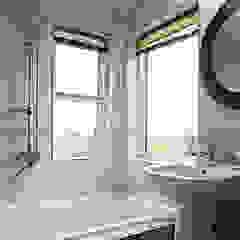 Salle de bain moderne par 엔디하임 - ndhaim Moderne