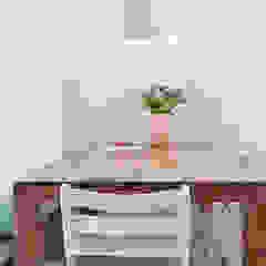 Een romantische woonkamer Landelijke eetkamers van Interieur Design by Nicole & Fleur Landelijk
