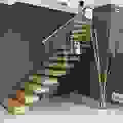 Escalier marche en porte à faux Couloir, entrée, escaliers modernes par Passion Escaliers Moderne