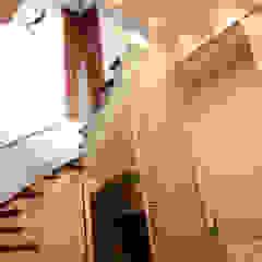 Ingresso, Corridoio & Scale in stile moderno di Arq Renny Molina Moderno