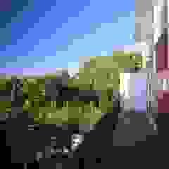 Balkon, Beranda & Teras Minimalis Oleh Echauri Morales Arquitectos Minimalis Kayu Wood effect