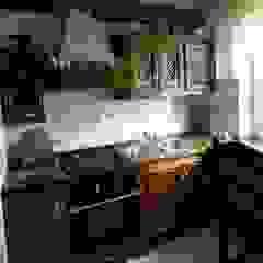 Kuchnie, lity dąb, rustykalne, klasyczne Wiejska kuchnia od Revia Meble i drzwi z litego dębu. Wiejski