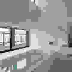 フラットハウス Modern Bathroom by 株式会社横山浩介建築設計事務所 Modern