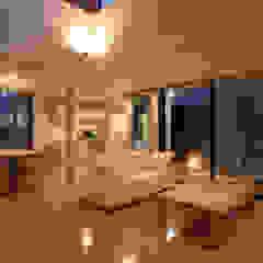 フラットハウス Modern Living Room by 株式会社横山浩介建築設計事務所 Modern