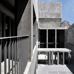 Studio moderno di Ramiro Zubeldia Arquitecto Moderno Cemento