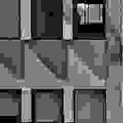 Finestre & Porte in stile moderno di Ramiro Zubeldia Arquitecto Moderno Cemento