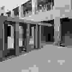 Ingresso, Corridoio & Scale in stile moderno di Ramiro Zubeldia Arquitecto Moderno Cemento