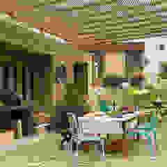 Casa Chontay Balcones y terrazas modernos de Marina Vella Arquitectura Moderno