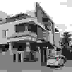 Azjatyckie domy od Shadab Anwari & Associates. Azjatycki