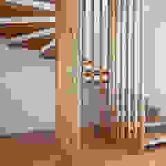 Jular Madeiras Minimalist corridor, hallway & stairs