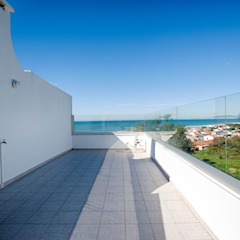Casa de Praia Varandas, marquises e terraços industriais por Santiago   Interior Design Studio Industrial