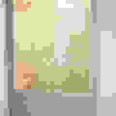 퍼스트애비뉴 Ingresso, Corridoio & Scale in stile minimalista
