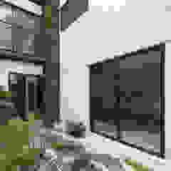 Modern Garden by PHia Modern