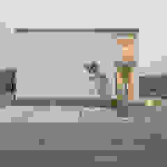 Casas de estilo industrial de 風景のある家.LLC Industrial Concreto