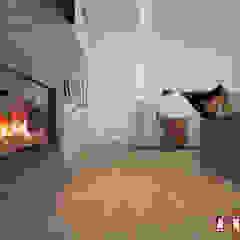 Scandinavian style living room by Дизайн-студия Анны Игнатьевой Scandinavian