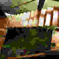 راهرو سبک روستایی، راهرو و پله ها توسط Baixo Impacto Arquitetura Ltda. راستیک (روستایی)