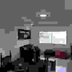 Modern living room by triAda Modern