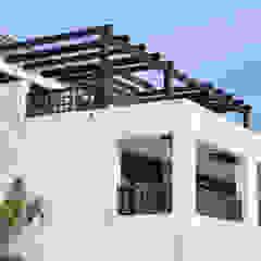 Balcones y terrazas rústicos de homify Rústico