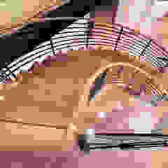 Couloir, entrée, escaliers modernes par EeStairs | Stairs and balustrades Moderne Bois Effet bois