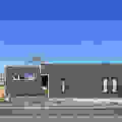 ゲストルーム付店舗(リノベーション) モダンな 窓&ドア の ㈱ライフ建築設計事務所 モダン