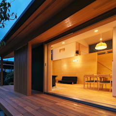 Balcones y terrazas eclécticos de かんばら設計室 Ecléctico Madera Acabado en madera