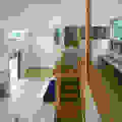 Livings de estilo ecléctico de かんばら設計室 Ecléctico Madera Acabado en madera