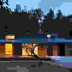 Casas de estilo ecléctico de かんばら設計室 Ecléctico Madera Acabado en madera