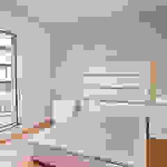 Dormitorios de estilo mediterráneo de Grupo Inventia Mediterráneo Ladrillos