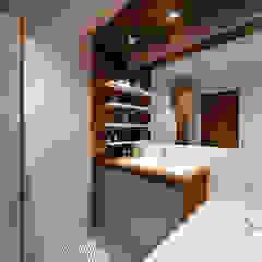 Phòng tắm phong cách Bắc Âu bởi M5 studio Bắc Âu gốm sứ