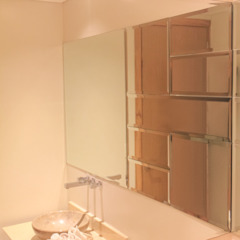 Monica Saravia Modern Bathroom